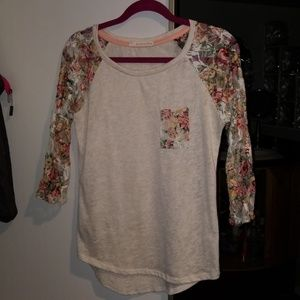 3/4 length top with flower lace pocket and arms